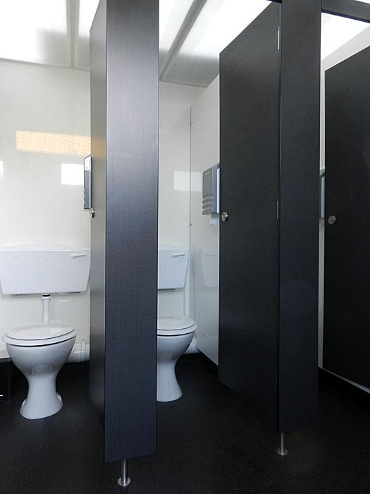 Large toilet trailer unit